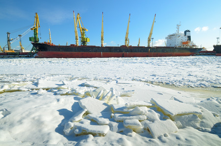 The natural landscape at the cargo port.The natural landscape at the cargo port.The Bay froze.Ships loaded with goods