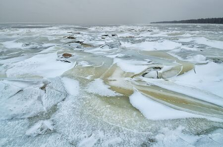 It's a cold and frosty winter.The Bay is covered with ice. Reklamní fotografie - 135050728