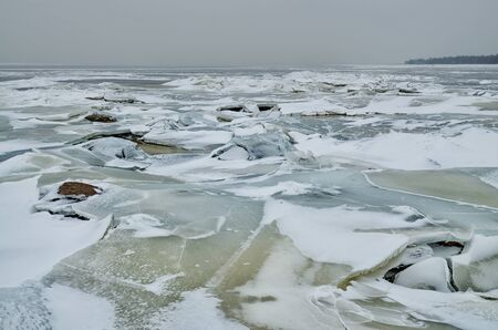 It's a cold and frosty winter.The Bay is covered with ice. Reklamní fotografie - 135056800