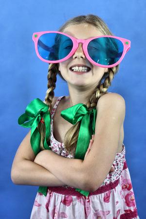 girl with braids and big glasses  Zdjęcie Seryjne