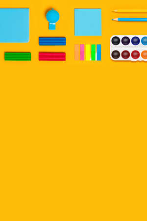 School supplies on yellow vertical background. Back to school picture. Banque d'images - 142178615