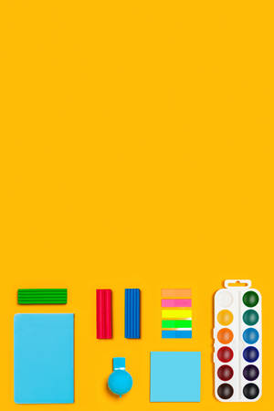 School supplies on yellow vertical background. Back to school picture. Banque d'images - 142213790