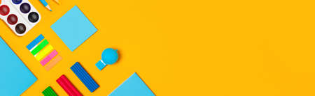 School supplies on yellow vertical background. Back to school web-banner. Banque d'images - 142357998