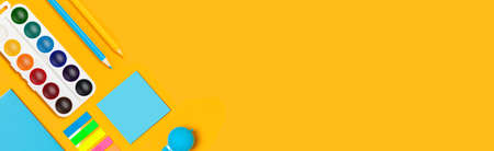 School supplies on yellow vertical background. Back to school web-banner. Banque d'images - 142637748