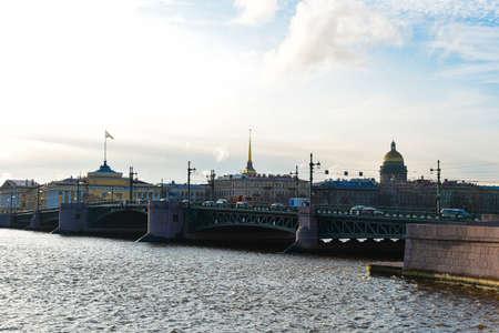 Bridge over the Neva River in Saint Petersburg. Фото со стока - 137797018