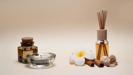Beautiful spa composition with candles, frangipani flower, oil flasks and other decor elements. Standard-Bild - 131554730