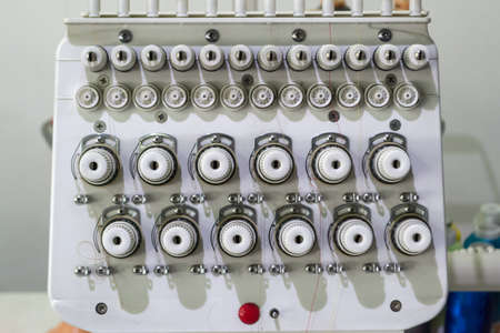 Thread feeder in an industrial sewing machine