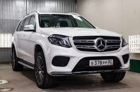 Novosibirsk, Russia - 08.01.18: Front view of luxury very expensive new white Mercedes-Benz GLS 350d car stands in the washing box waiting for repair in auto service 에디토리얼