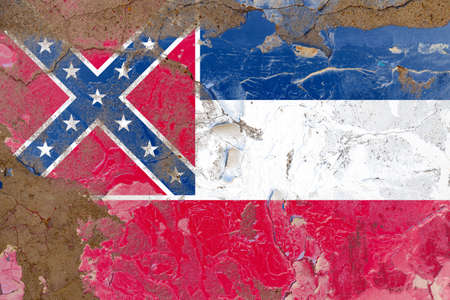 Mississippi grunge, damaged, scratch, old style state flag on wall. Foto de archivo - 130757945