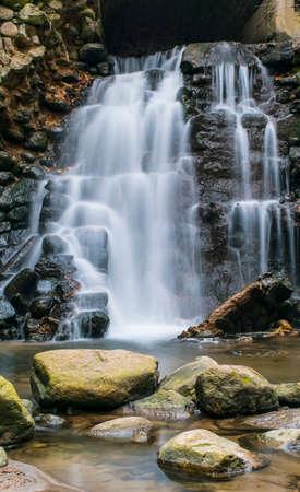 arcos de piedra: Hermosa cascada