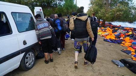 Die Menschen am Ufer der Lesbos Editorial