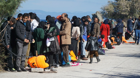 refugees: Refugees on the Greek shore