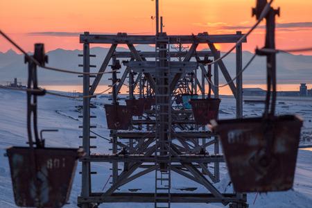 Alte Seilbahn zum Transport von Kohle in Longyearbyen, Spitzbergen Svalbard. Norwegen Lizenzfreie Bilder