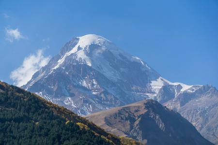 Mount Kazbek, view from Stepantsminda town in Georgia in sunny weather. Banco de Imagens