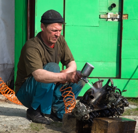Locksmith washes the car engine before disassembly outdoors