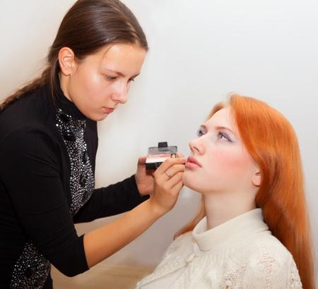 esthetician: Young girls doing makeup