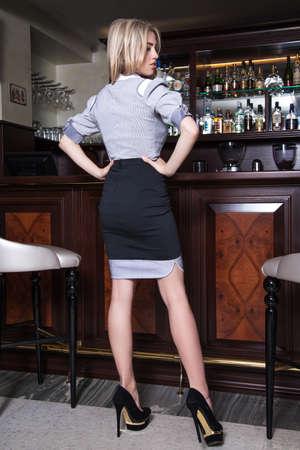 美しい少女をアドバタイズ、m で美しい少女のドレス 写真素材