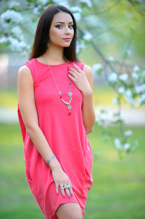 Beautiful Fashion Woman Portrait. Beauty Model Girl with luxurious hair, make up and  jewelry accessories. Spring collection of jewelry  Banque d'images