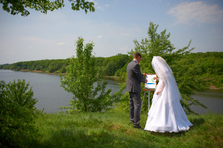 drawing a picture of the newly married couple on nature
