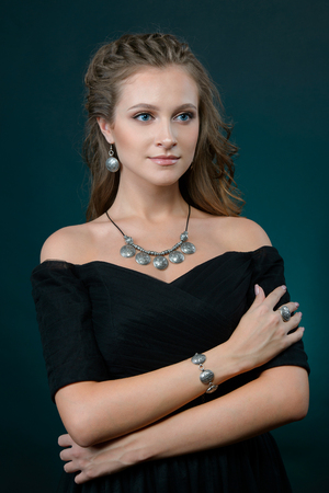 Beautiful pretty brunette woman in luxury jewelry, lifestyle rich people concept, close up Imagens