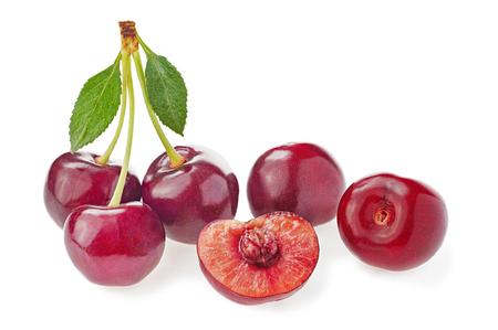 fruto de la cereza aislado en blanco
