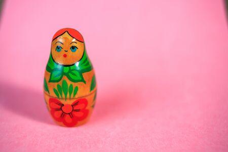 muñecas rusas: Russian dolls. Matryoshka on pink fabric for the background.
