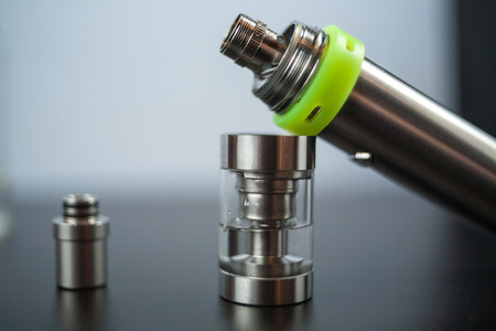 atomizer: Parts of e-cigarette. Electronic nicotine delivery systems. ENDS. Rebuildable dripping atomizer (RDA).