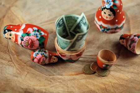 muñecas rusas: Russian doll with dollars inside. Anti crisis money box. Matrioska bank.