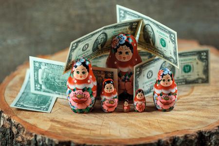 muñecas rusas: Matryoshka. Russian doll with dollars. Anti crisis money box. Matrioska bank.