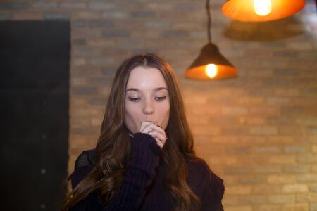 Vape teenager with problem skin. Young pretty white girl smoking an electronic cigaretter. Bad habit. Close up. Banque d'images - 133007932