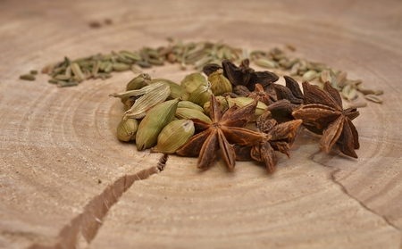 fennel seeds: Star anise green cardamom and fennel seeds to cut down a tree with a crack