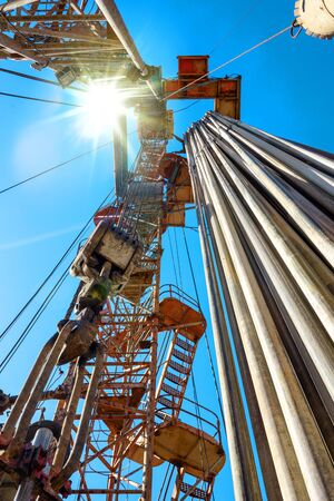 Drilling rig in oil field for drilled into subsurface in order to produced crude, inside view. Petroleum Industry. Banque d'images