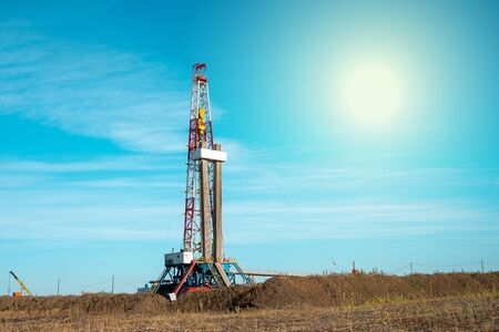 Oil and Gas Drilling Rig. Oil drilling rig operation on the oil platform in oil and gas industry. Banque d'images