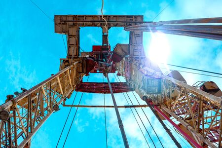 Oil and Gas Drilling Rig. Oil drilling rig operation on the oil platform in oil and gas industry Standard-Bild - 133609108