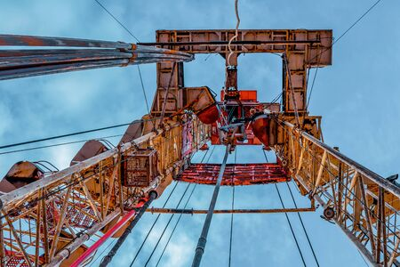 Oil and Gas Drilling Rig. Oil drilling rig operation on the oil platform in oil and gas industry Standard-Bild - 133609310