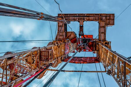 Oil and Gas Drilling Rig. Oil drilling rig operation on the oil platform in oil and gas industry Standard-Bild - 133609415