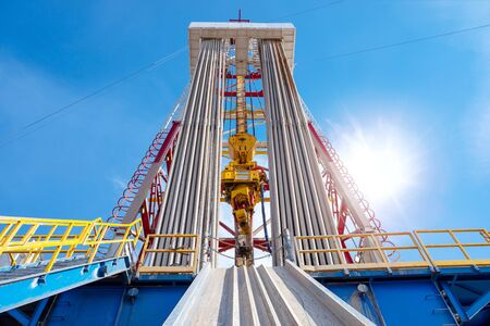 Drilling rig in oil field for drilled into subsurface in order to produced crude, inside view. Petroleum Industry. Onshore drilling rig. Banque d'images