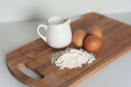 harina: Harina, leche y huevos Foto de archivo