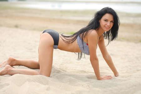 nue plage: fille �rotique sur la plage