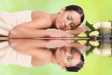 ser humano: joven sano relajarse en el spa