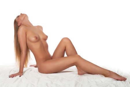 mujer desnuda sentada: mujer desnuda aislado en un fondo blanco