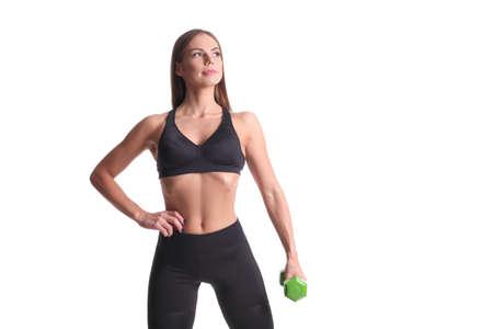 mujer deportista: Joven hermosa mujer deportiva musculosa con pesas