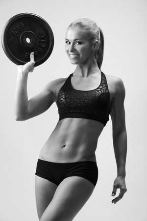 Young Sport Woman lifting weight in gym 스톡 콘텐츠