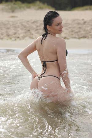 woman with sporty body in bikini at sea Imagens - 124296691
