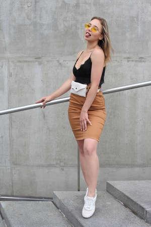 Young beautiful fashionable girl with a cute face Foto de archivo - 133742176