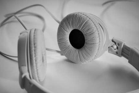 blackwhite: white headphones