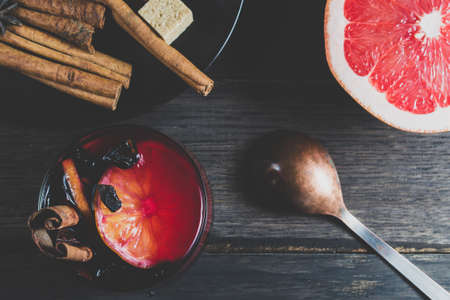 badian: Mulled wine and ingredients on a dark wooden table