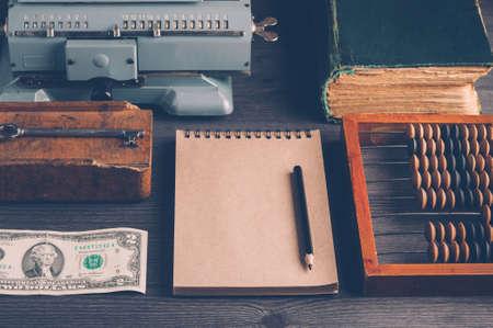 Alte hölzerne Abakus Konzept der Buchhaltung, Business oder Geld sparen Standard-Bild - 73188801