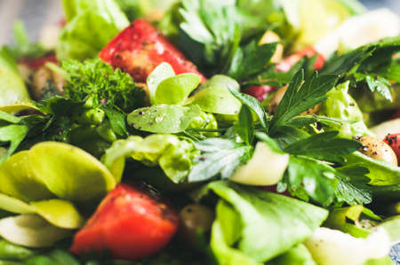 フレッシュ トマトのサラダ。ダイエットやきれいな概念を食べる