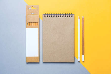 Notepad and pans on grey-yellow background Standard-Bild - 121678289
